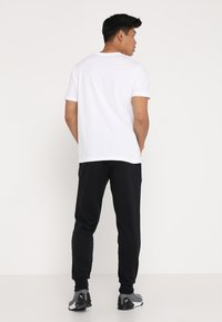Puma - LOGO TEE - T-shirt con stampa - white - 2