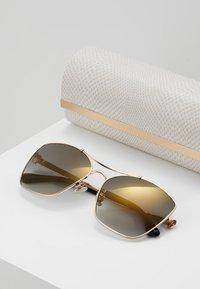 Jimmy Choo - KIMI - Sunglasses - gold-coloured/black - 2