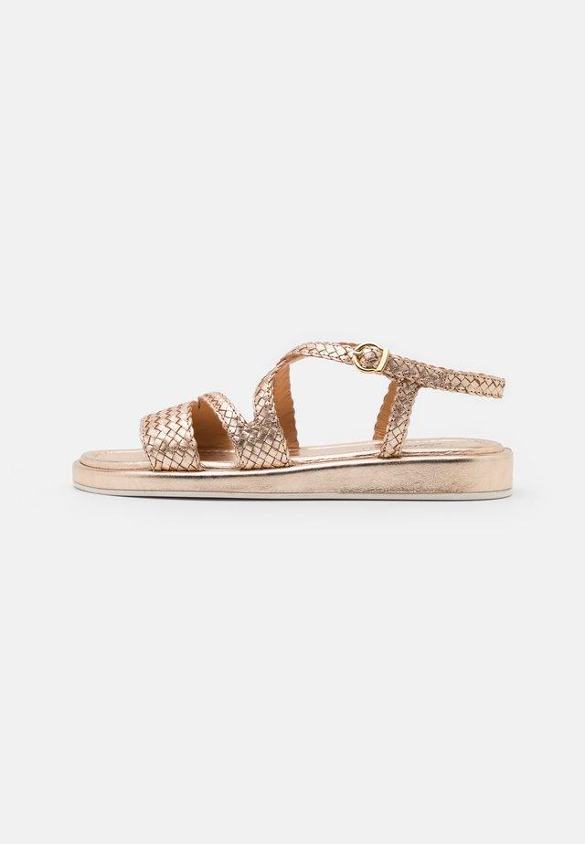 RAME - Sandaalit nilkkaremmillä - cipria