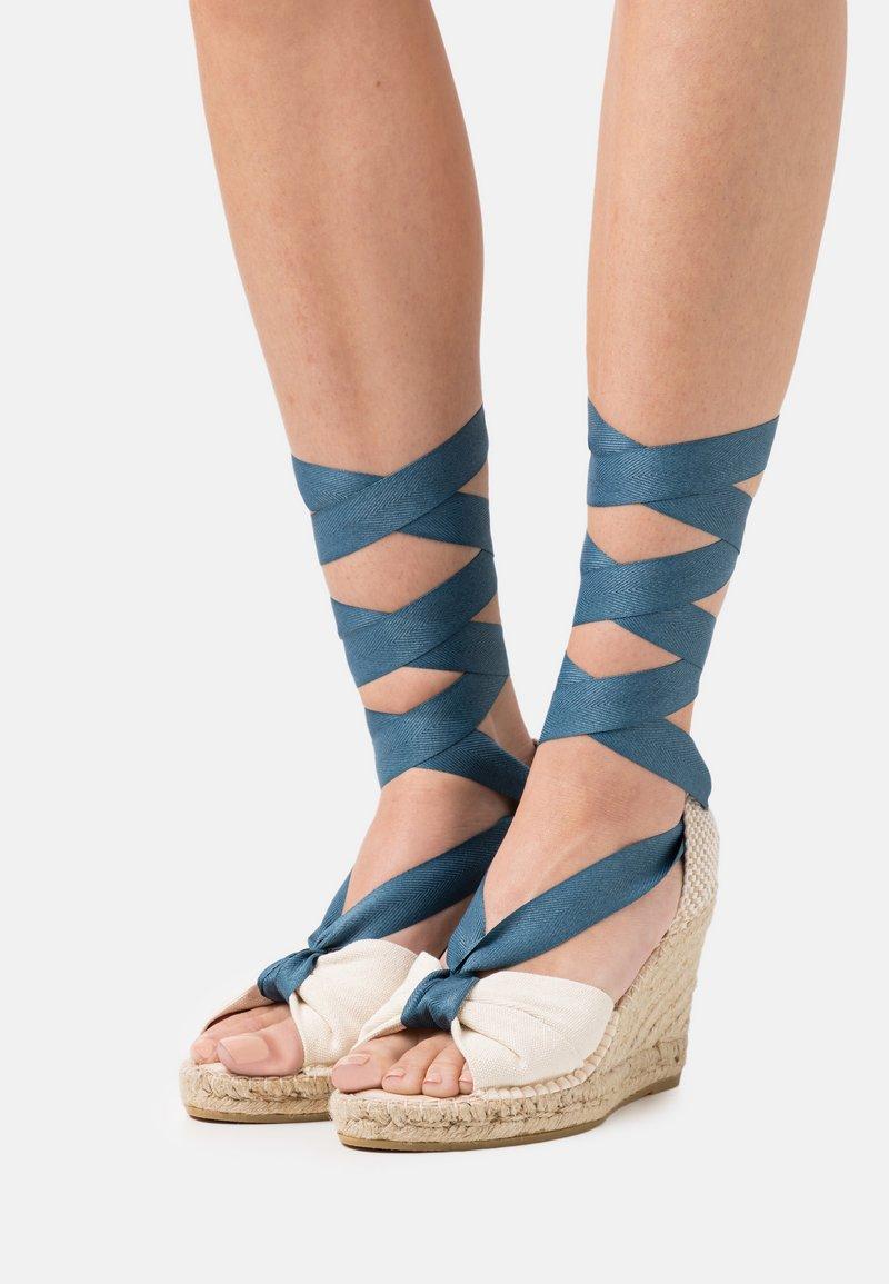 Macarena - CARLA  - Platform sandals - crudo/jeans