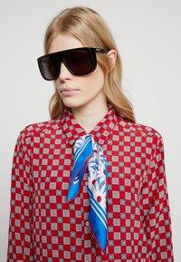 Gucci - Sluneční brýle - havana/grey - 3