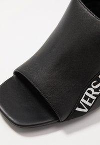 Versace Jeans Couture - LINEA FONDO EMILY - Sandali con tacco - nero - 2