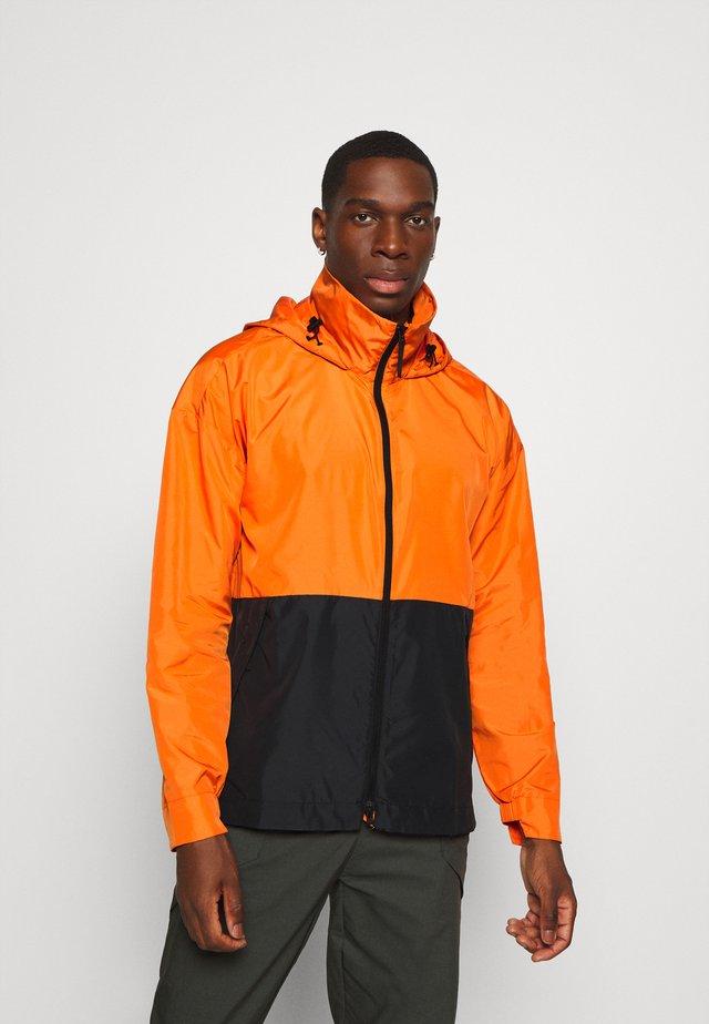 OUTERIOR URBAN WIND.RDY - Hardshell jacket - orange/black