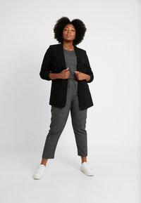 ONLY Carmakoma - Trousers - black/checks - 1