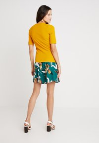 KIOMI - Basic T-shirt - dark yellow - 3