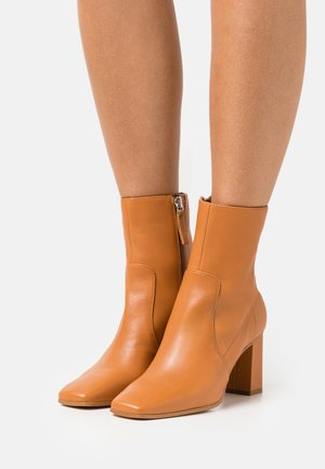 THELIVEN - Classic ankle boots - medium brown