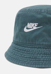 Nike Sportswear - BUCKET FUTURA WASH UNISEX - Kapelusz - hasta - 3