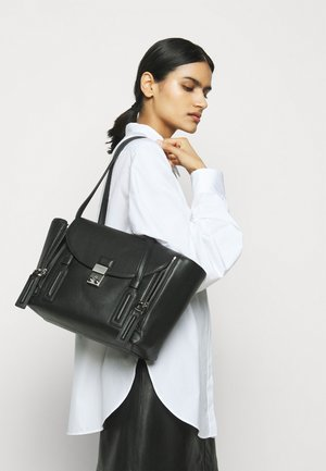 PASHLI MEDIUM SHOULDER BAG - Kabelka - black