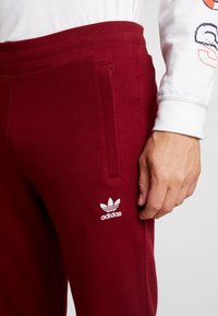 adidas Originals - TREFOIL PANT UNISEX - Tracksuit bottoms - collegiate burgundy - 3