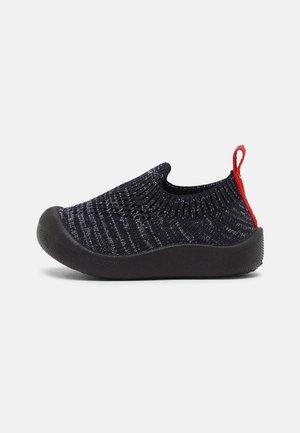 KICK EASY BAREFOOT UNISEX - Slippers - marine/gris