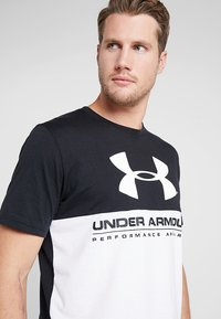 Under Armour - PERFORMANCEAPPAREL COLOR BLOCKED  - T-shirts print - black/white - 3
