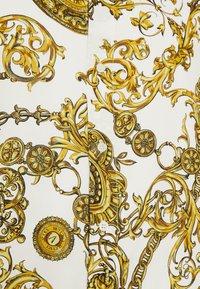 Versace Jeans Couture - PRINT REGALIA BAROQUE - Košile - bianco/gold - 4