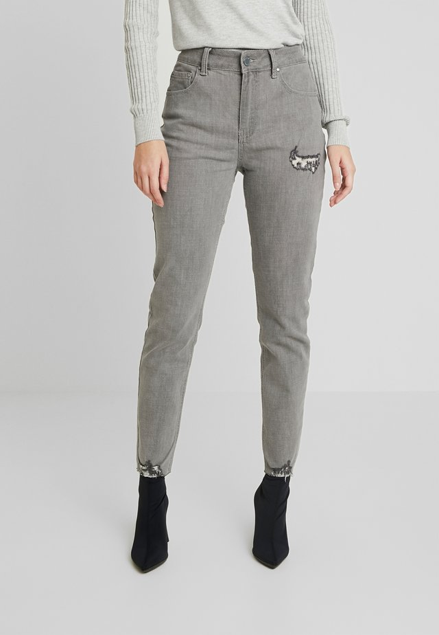 MID RISE DOVE - Jeans Skinny Fit - grey