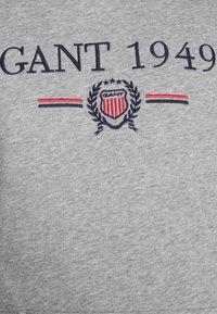 GANT - 1949 CREST HOODIE - Luvtröja - grey melange - 5