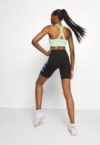 DKNY - STRIPED LOGO HIGH WAIST BIKE SHORT - Leggings - black/pistachio - 2
