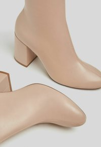 Bershka - Classic ankle boots - stone - 5