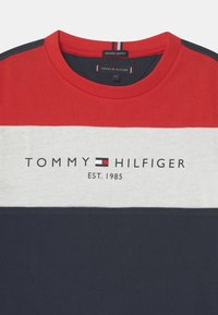 Tommy Hilfiger - ESSENTIAL COLORBLOCK - Print T-shirt - twilight navy - 2