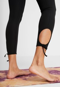 Nike Performance - COLLECTION - Leggings - black/white - 5