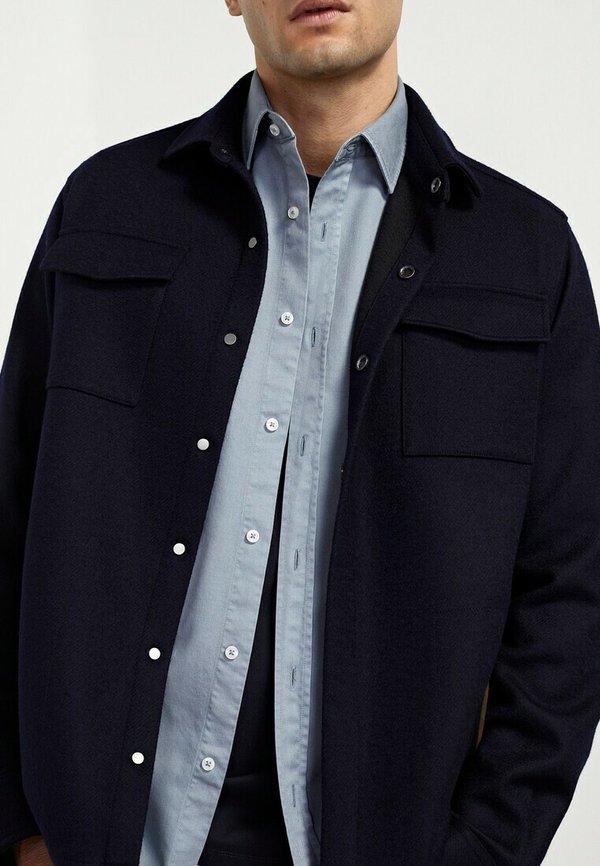 Massimo Dutti MIT DOPPELTEN TASCHEN - Koszula - blue/niebieski Odzież Męska FMNL