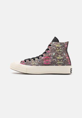 CHUCK 70 SNAKE PRINT - Sneakers alte - black/hyper pink/egret