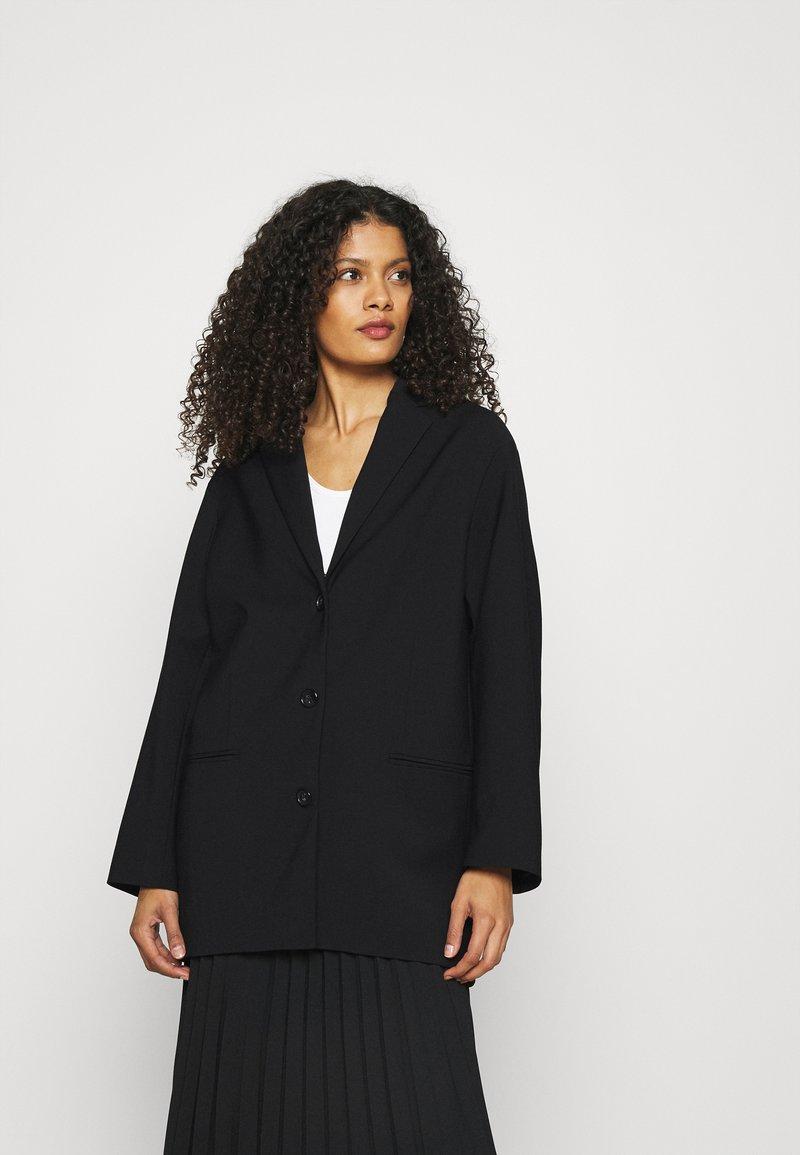 ARKET - Krátký kabát - black