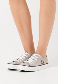NAE Vegan Shoes - RECLAIM VEGAN - Tenisky - grey - 0