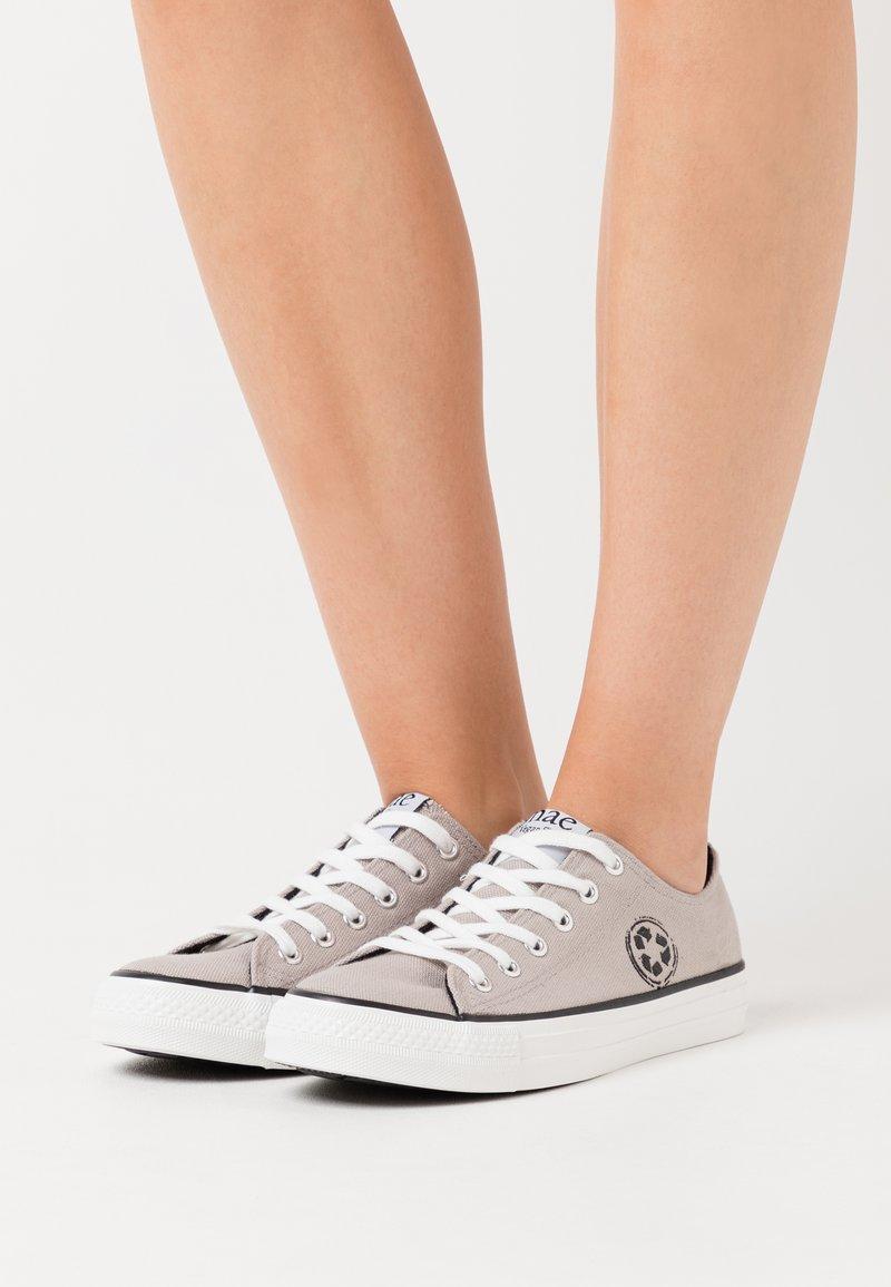 NAE Vegan Shoes - RECLAIM VEGAN - Tenisky - grey