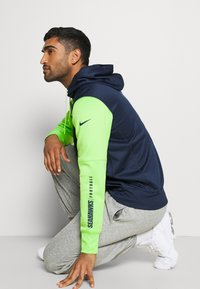 Nike Performance - NFL SEATTLE SEAHAWKS LEFT CHEST MASCOT FULL-ZIP THERMA HOOD - Klubové oblečení - college navy/action green - 3