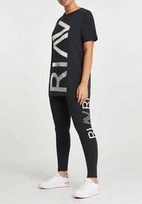 River Island - ACTIVE GRAPHIC BOYFRIEND - Print T-shirt - grey - 1