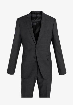 Suit - asfalto