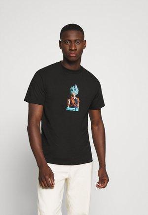SHADOW GOKU TEE - Print T-shirt - black