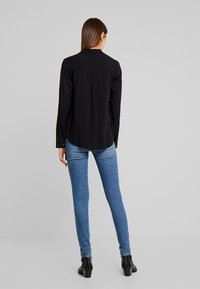 New Look - EARNIE UTILITY PATCH POCKET - Blouse - black - 2