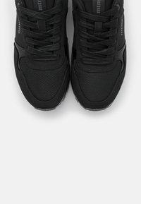 mtng - CORE - Zapatillas - black - 5