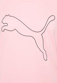 Puma - PERFORMANCE CAT TEE  - Camiseta estampada - elektro peach - 5
