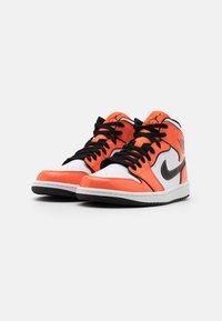 Jordan - AIR 1 MID SE - Zapatillas altas - turf orange/black/white - 1