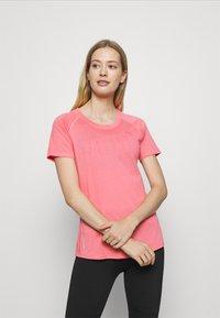 Puma - RAGLAN TEE - T-Shirt print - bubblegum - 0