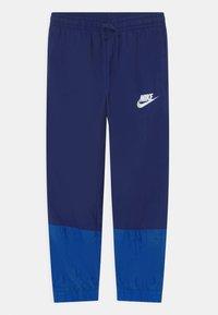 Nike Sportswear - SET UNISEX - Chaqueta de entrenamiento - blue void/game royal/white - 2
