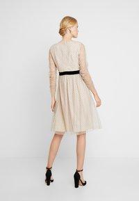 Apart - DRESS WITH DOTS - Robe de soirée - nude/black - 3