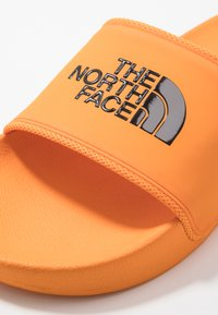 The North Face - BASE CAMP SLIDE II - Mules - lame orange/black - 5