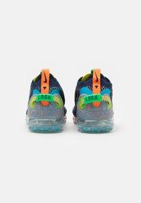 Nike Sportswear - AIR VAPORMAX 2020 FK UNISEX - Sneakers - deep royal blue/white/multicolor - 2