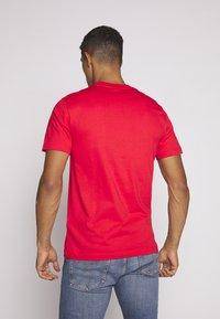 Calvin Klein - FRONT LOGO - T-shirt z nadrukiem - red - 2