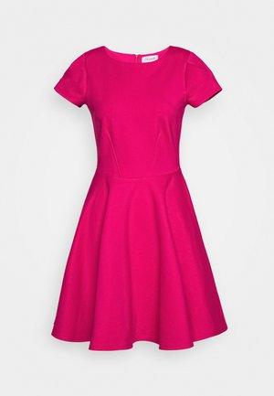 CLOSET SHORT SLEEVE SKATER DRESS - Hverdagskjoler - pink