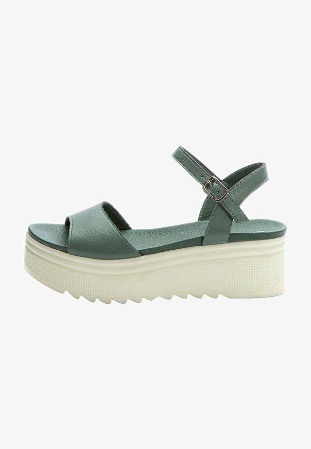 Sandały na platformie - khaki