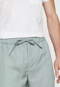 Frescobol Carioca - SPORT - Trousers - green bay - 4