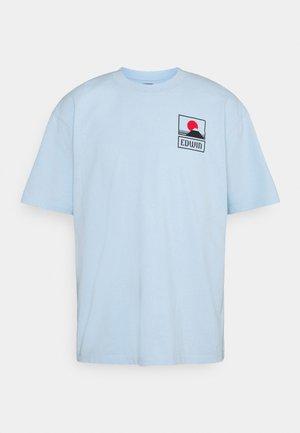 UNISEX SUNSET ON FUJI  - T-shirt print - light blue