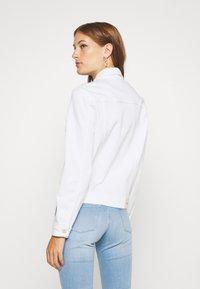Calvin Klein - CLASSIC JACKET - Džínová bunda - white denim - 2