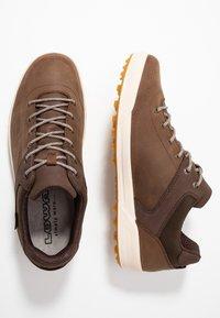 Lowa - OAKLAND GTX - Walking trainers - braun - 1