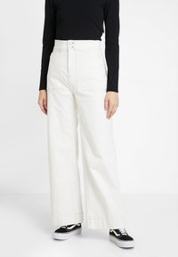 Weekday - WORKER - Flared Jeans - white - 0