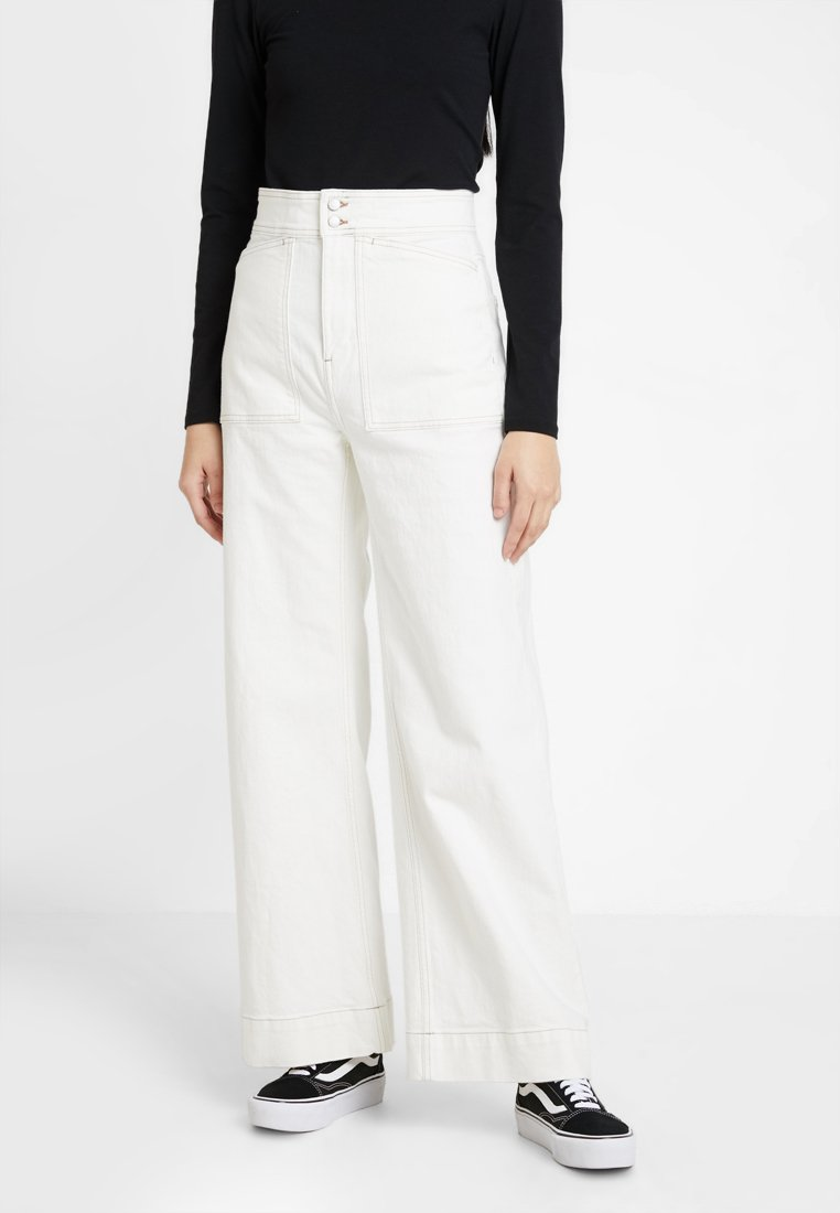 Weekday - WORKER - Flared Jeans - white