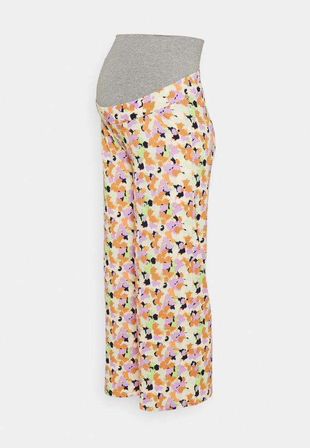 PCMTAYLIN BUMPBAND WIDE PANTS - Pantalon classique - white jade